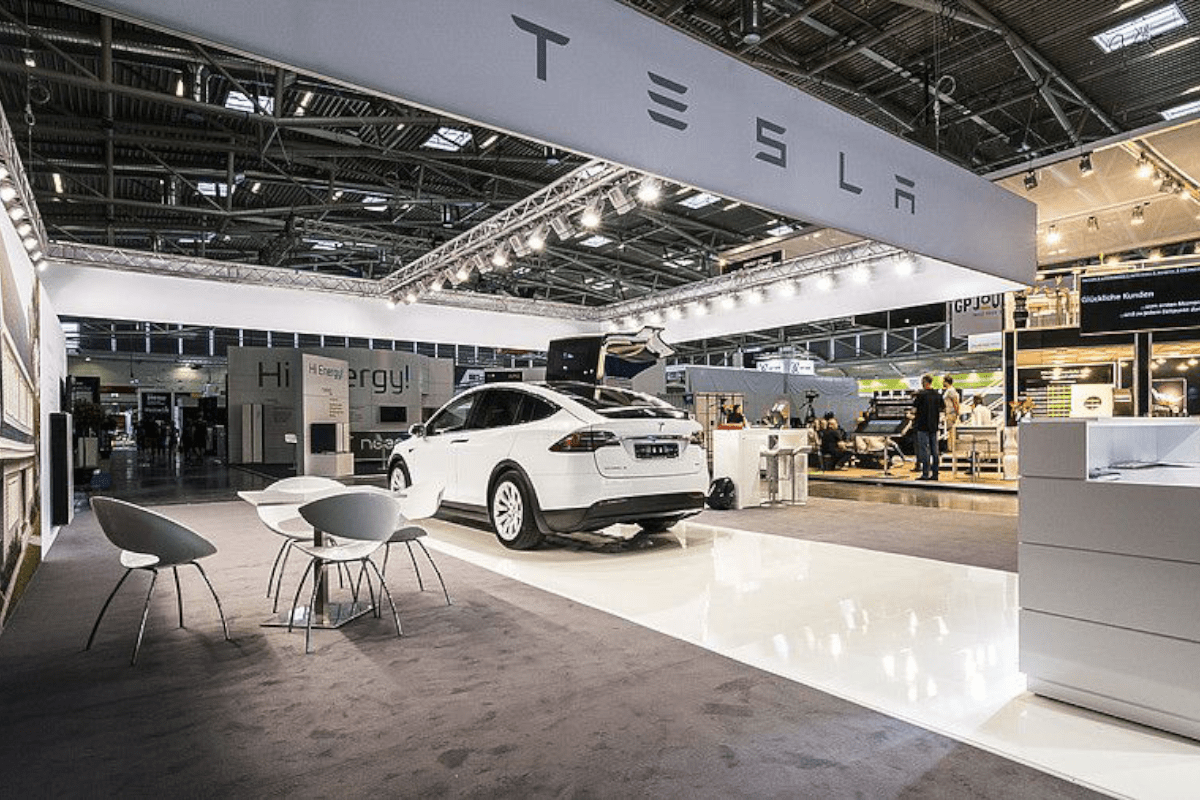 stand concept RocketExpo Intersolar München for Tesla
