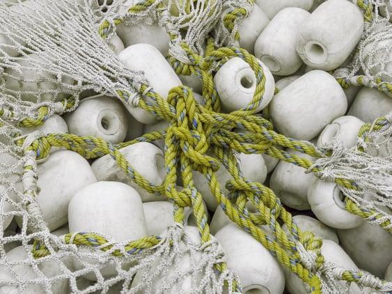 Fischernetze recyceln und neu verarbeiten