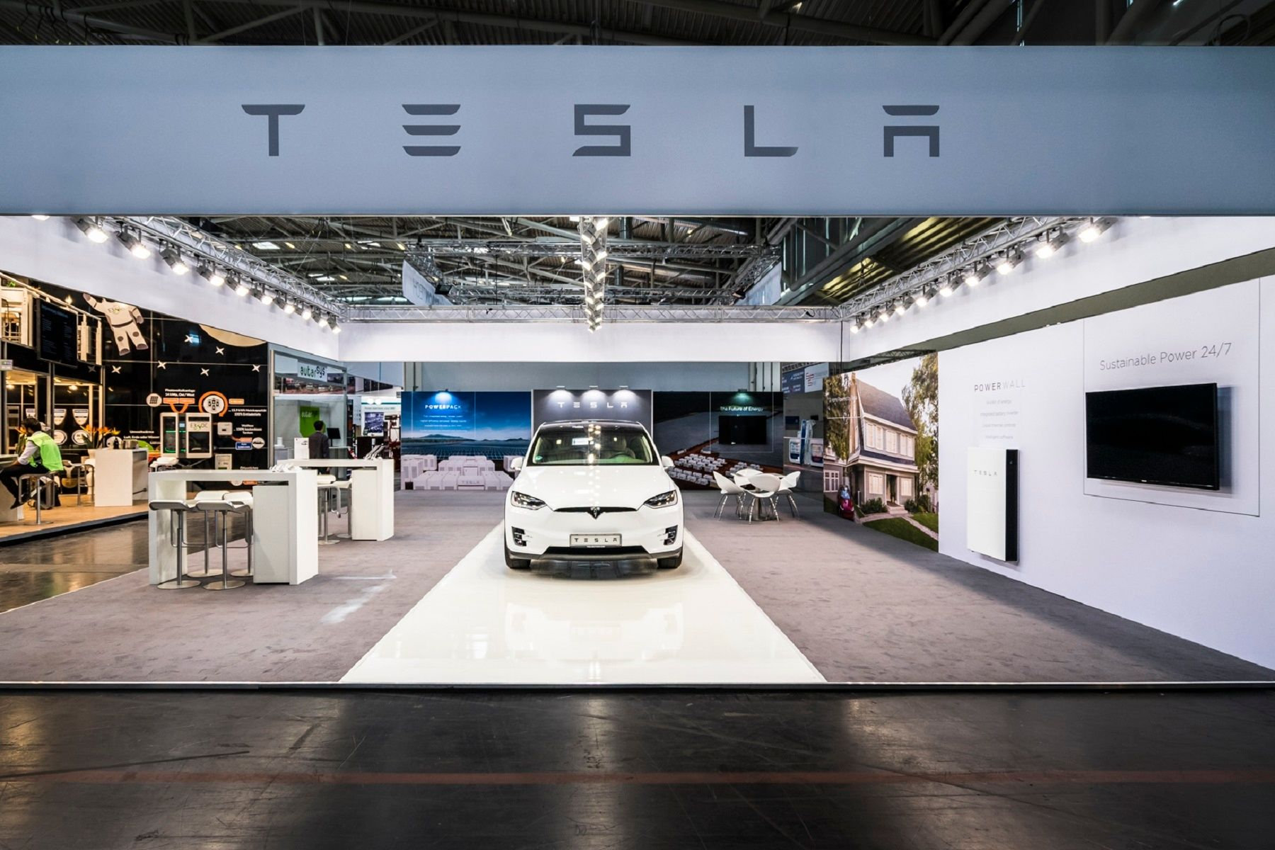 Booth construction RocketExpo Intersolar München Tesla