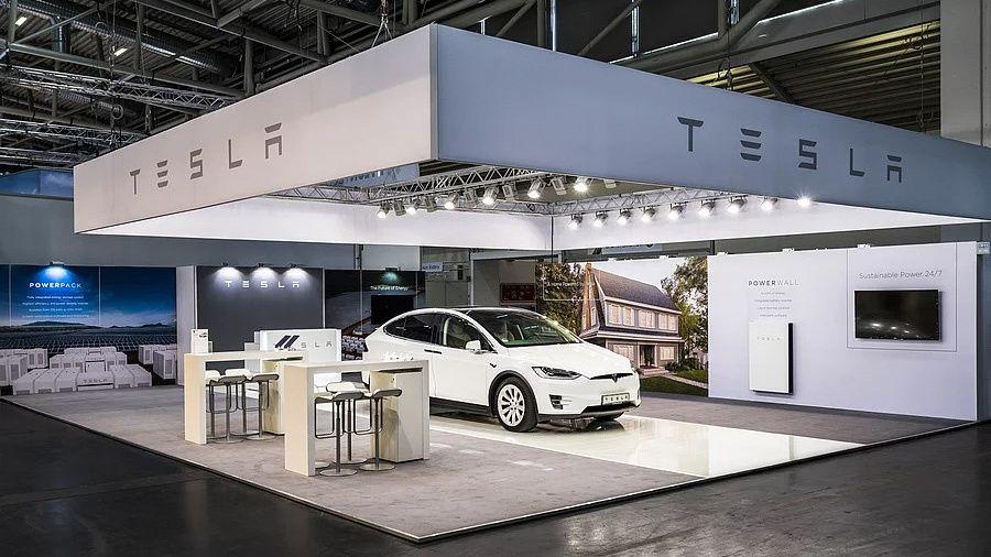 Standdesign RocketExpo Intersolar München Tesla